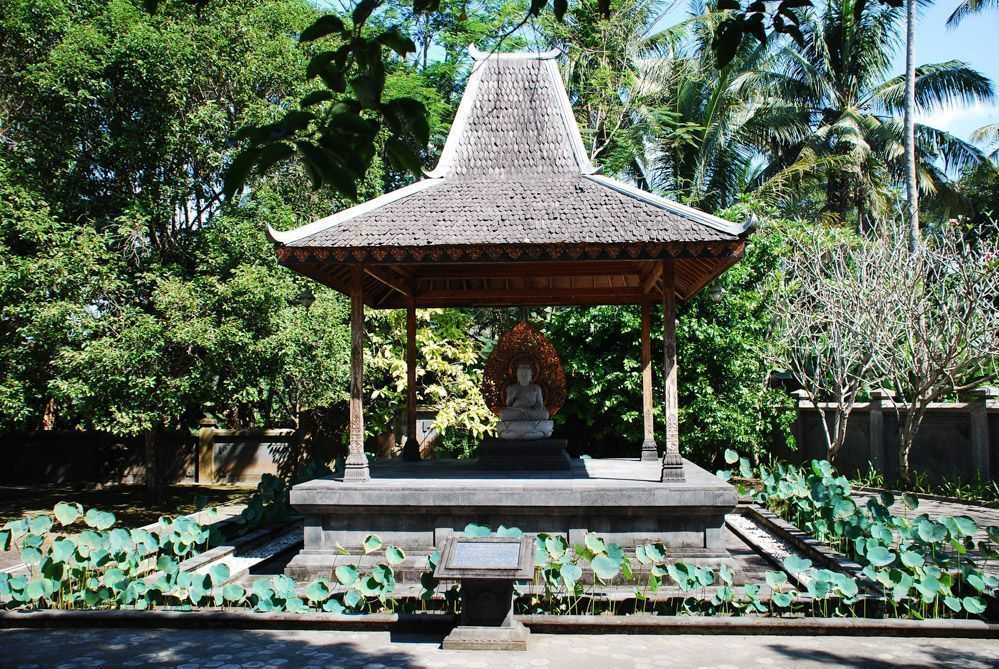 Buda-y-templos-Java-Candi-Mendut