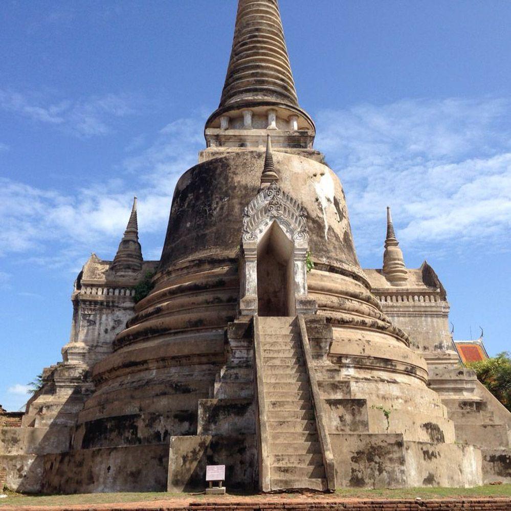 Ruinas-de-Ayutthaya-en-Tailandia-EN-UN-DÍA