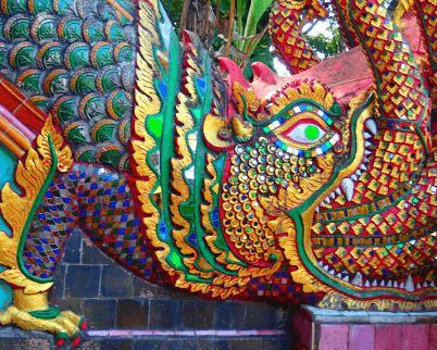 nagas-mitológicas-templo-de-doi-suthep-en-chiang-Mai