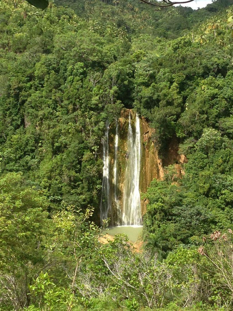 Limón-Samaná-cascada-viajar-a-Samaná