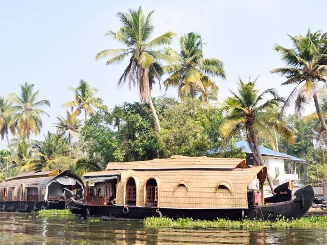 houseboat-backwaters-kerala
