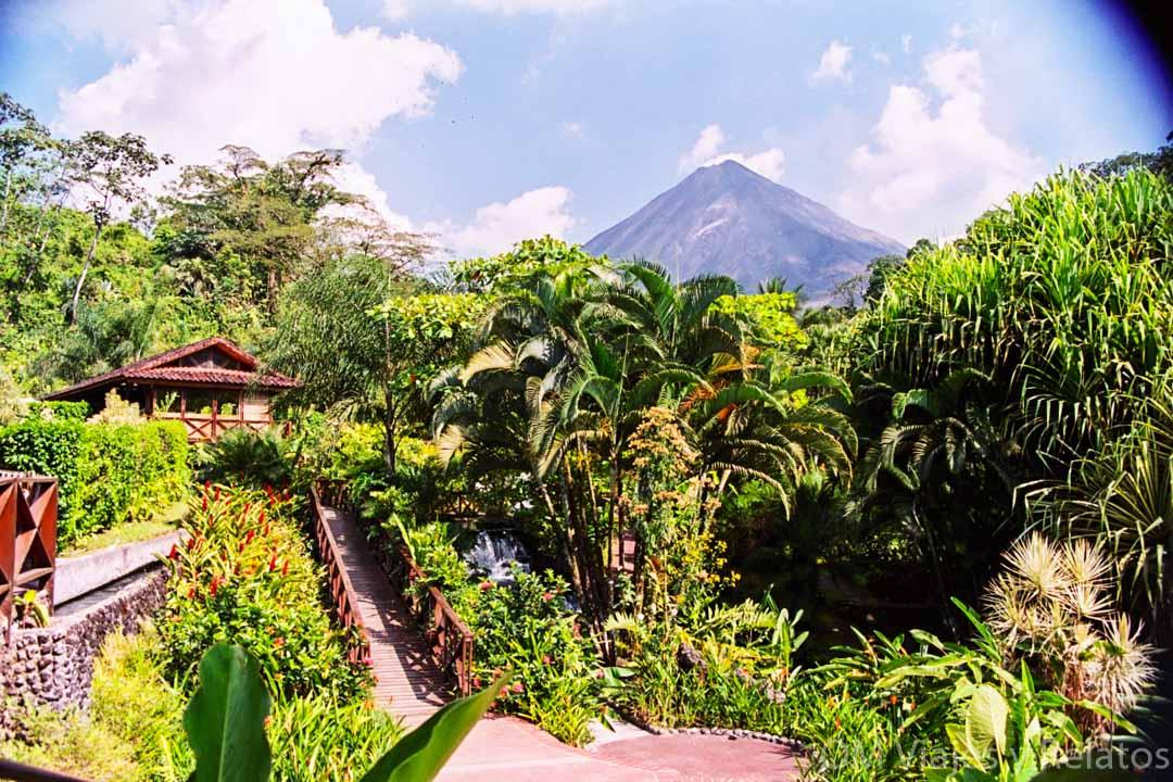 El-balneario-de-Tabacón-en-Costa-Rica
