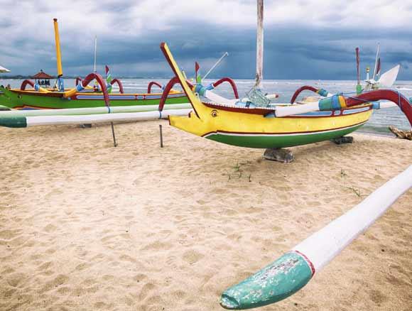 barcas-de-pescadores-en-las-playas-de-Bali