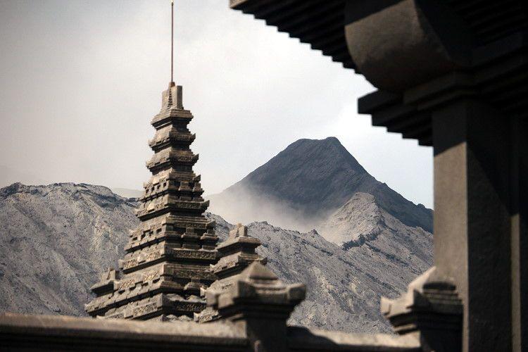 atardecer-en-el-volcán-Bromo-templo