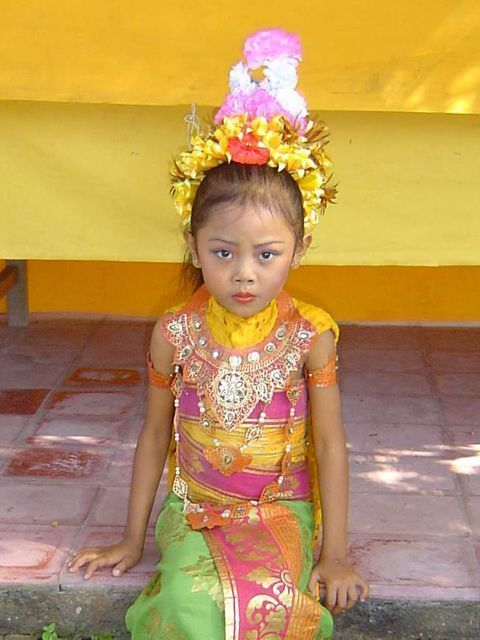 niña-balinesa-danzas