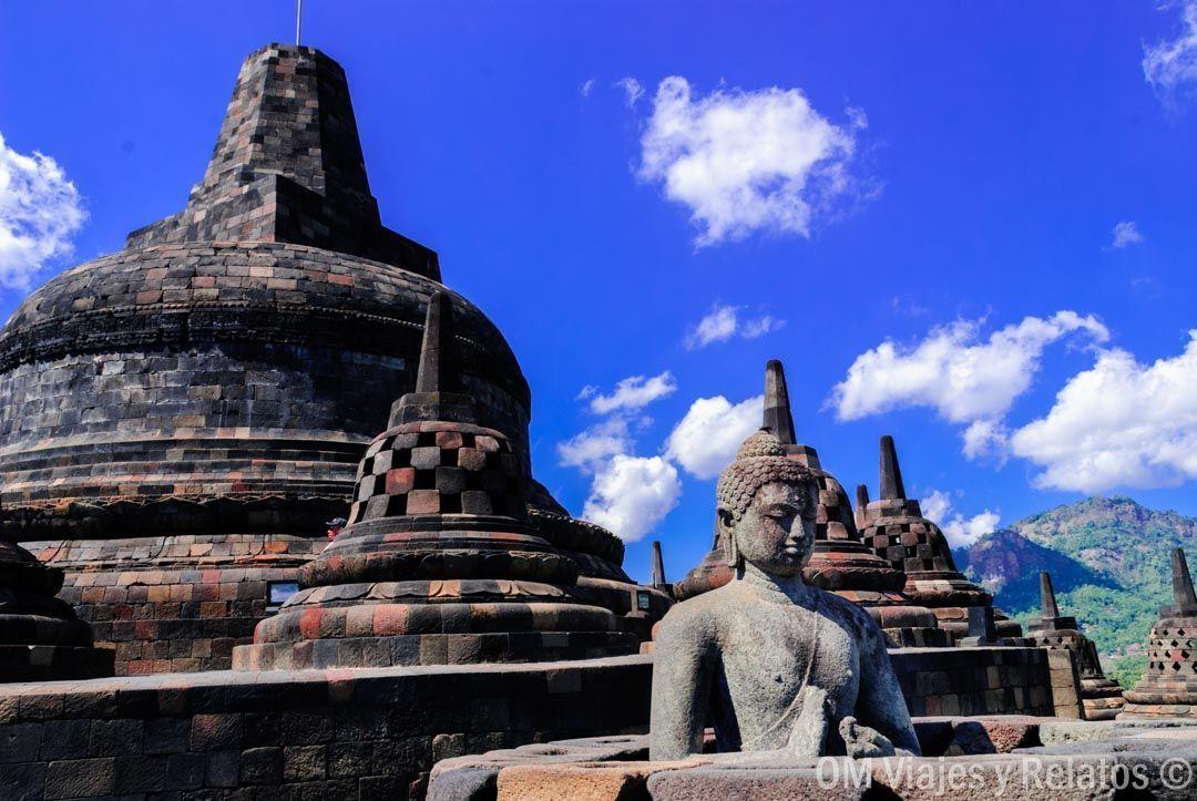 recorrido-por-el-templo-budista-de-Borobudur-Indonesia