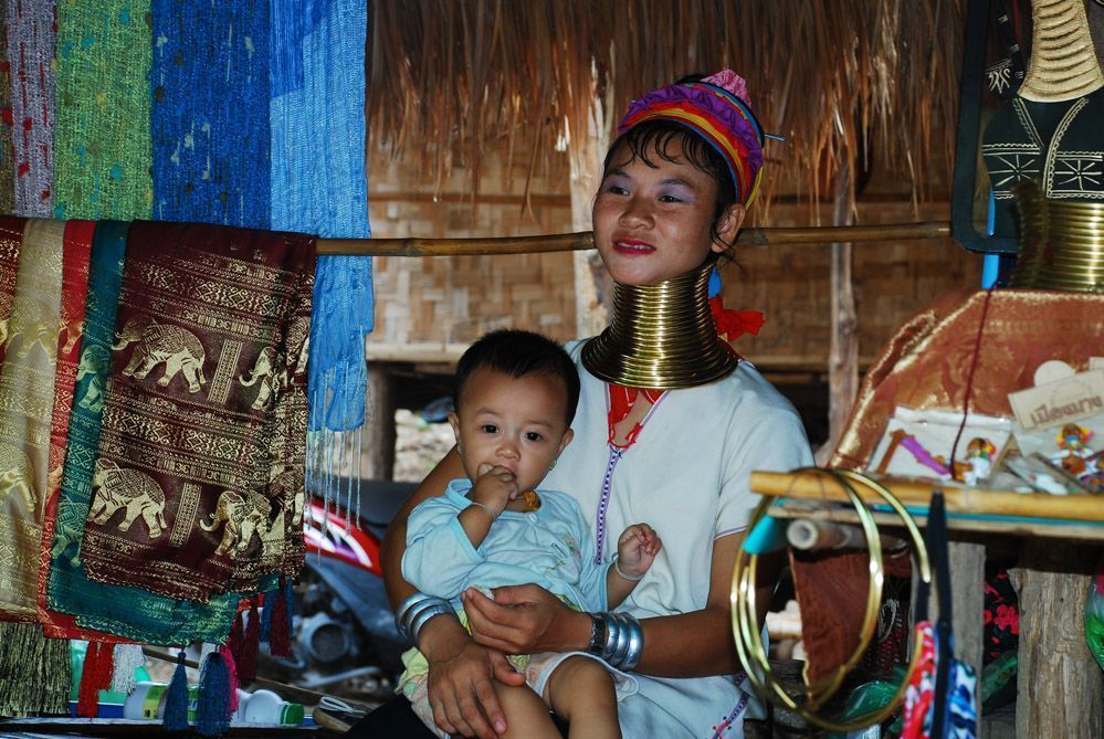 tribus-Tailandia-excursión-mujeres-jirafa