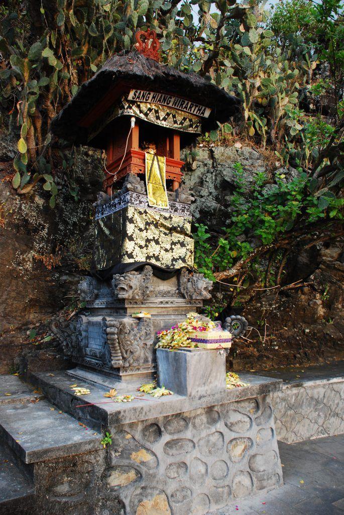 Hinduismo-en-Lombok-templo-de-Senggigi