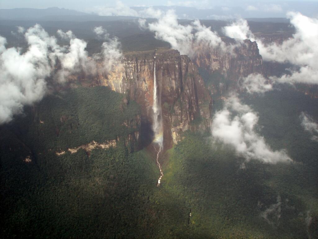 EL SALTO DEL ÁNGEL EN AVIONETA: LA CASCADA MÁS ALTA DEL MUNDO