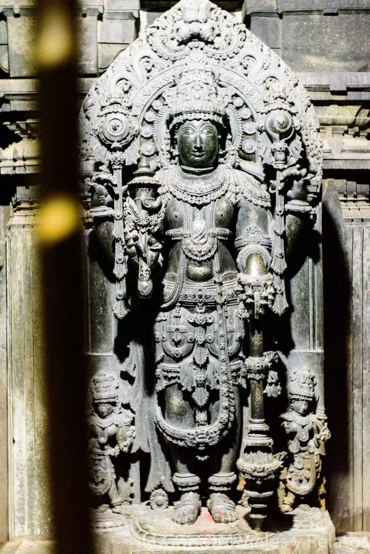 Estatua-de-Vishnú-en-templo-de-Keshava-India