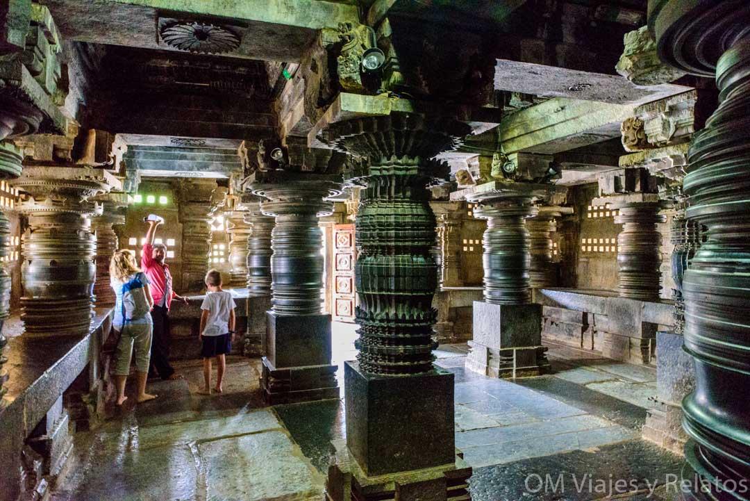 Interior-templo-Keshava-en-Somanthapur-India