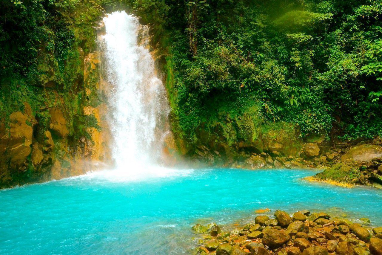 el-parque-nacional-del-volcán-Arenal-río-Cesleste