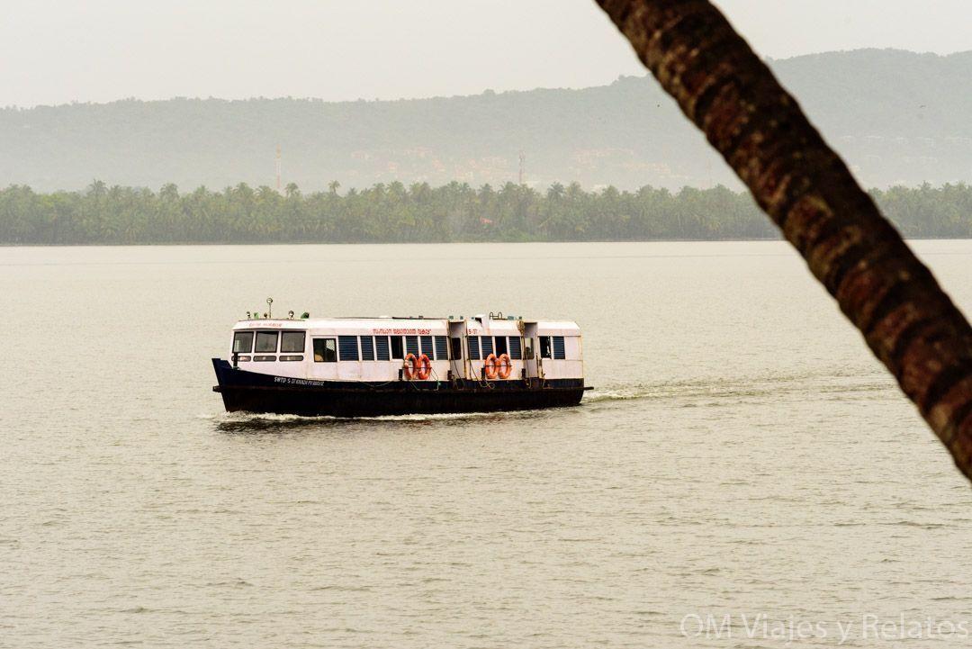 ferry-backwater-Kerala
