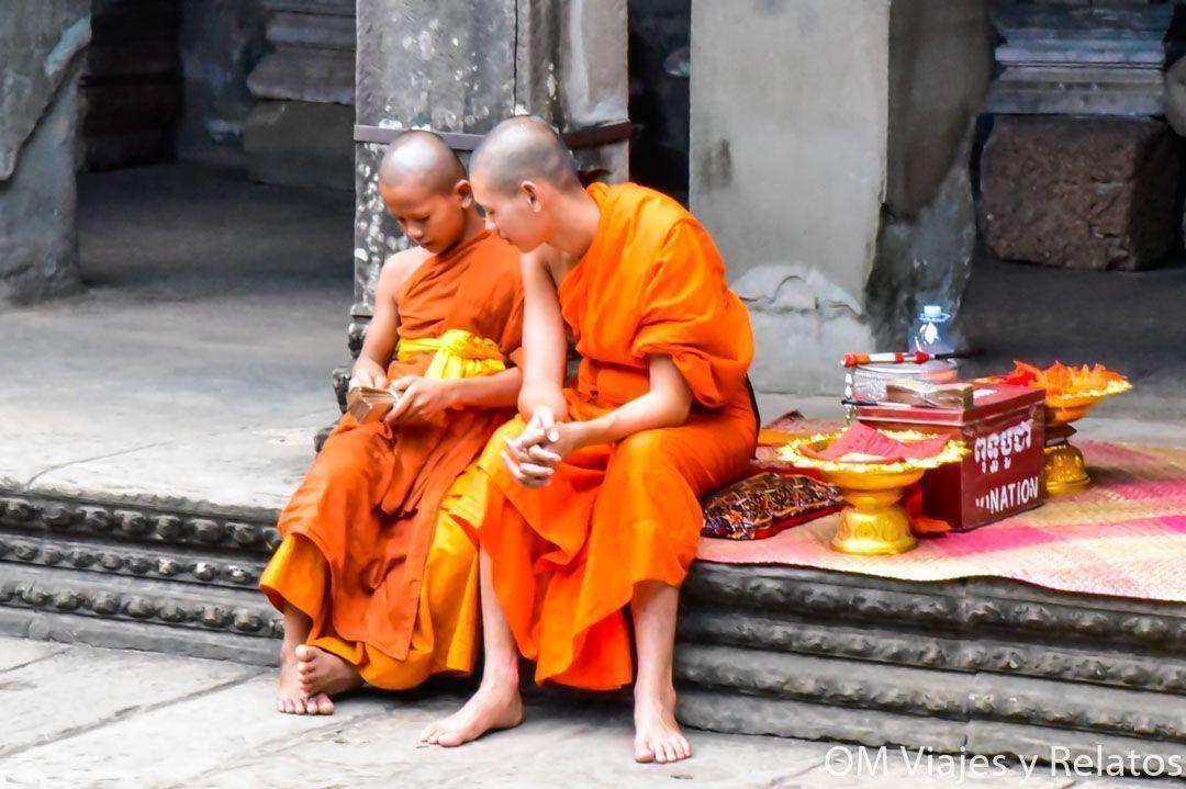 monjes-templos-Angkor-Wat-Camboya