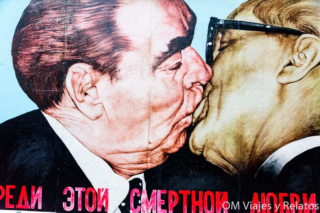 el-beso-muro-berlin
