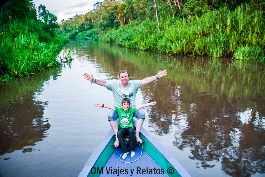 excursión-orangutanes-de-Borneo-con-niños