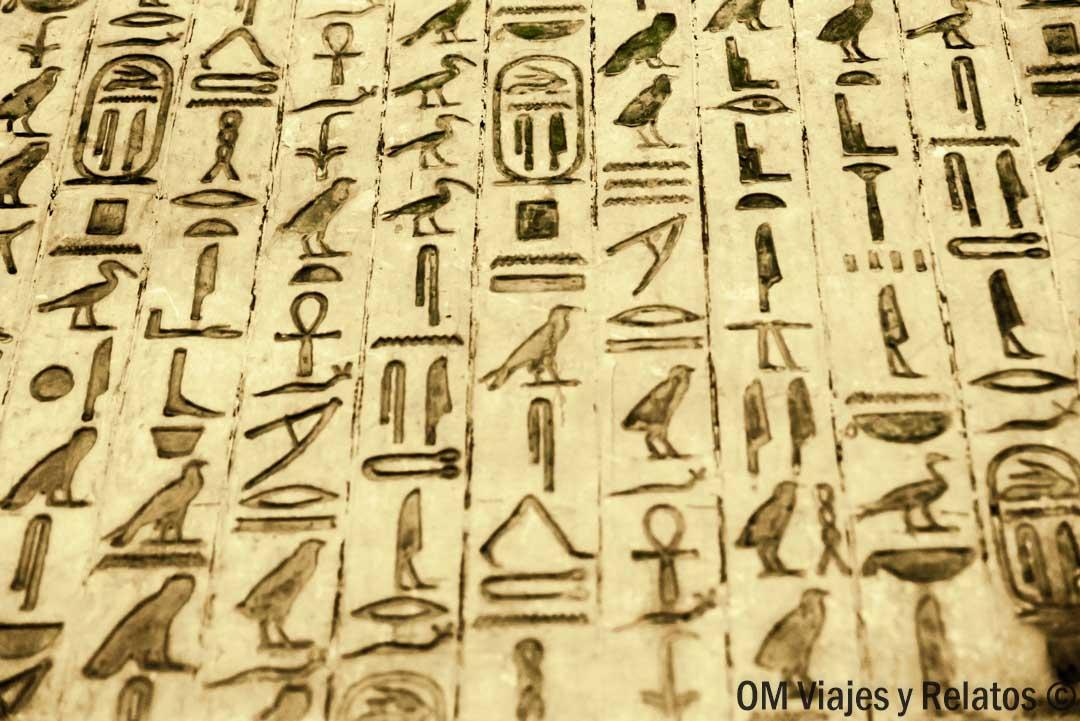 los-textos-de-las-pirámides-Unis