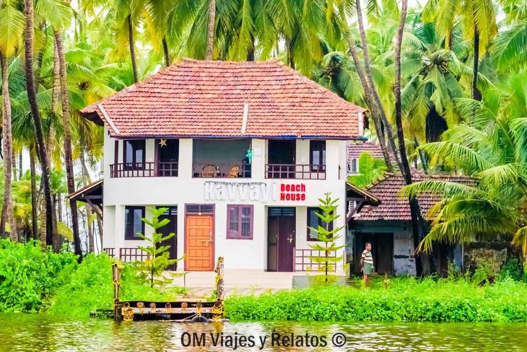 Kerala-alojamiento-kAVVAYI-BEACH-HOUSE