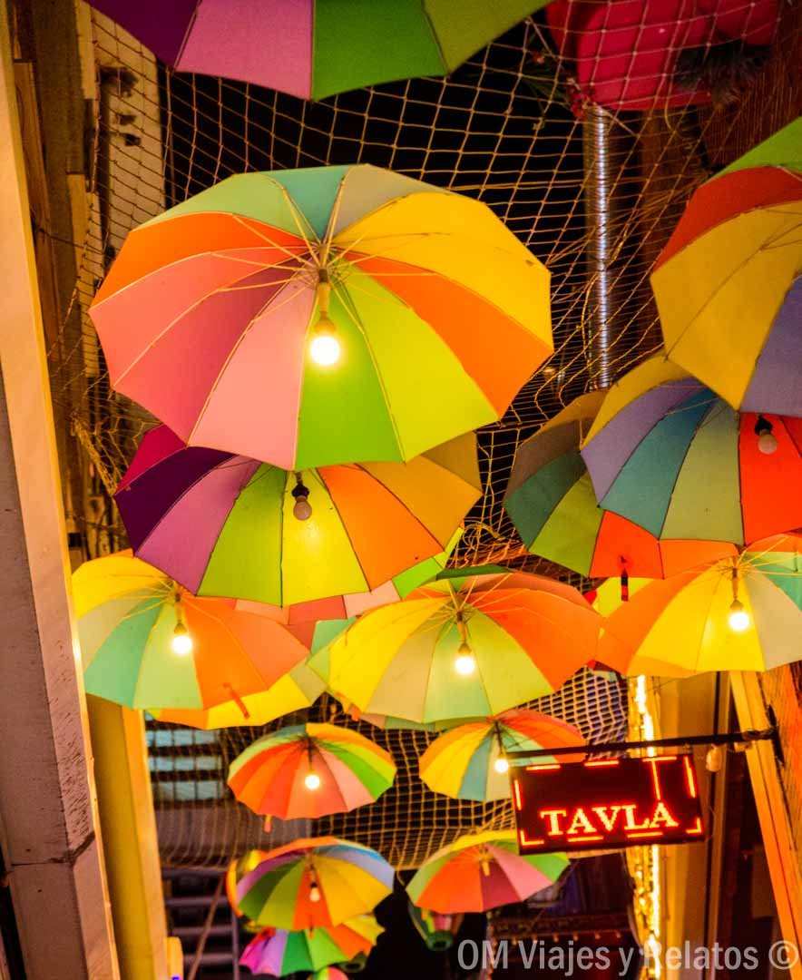 umbrella-street-Istanbul