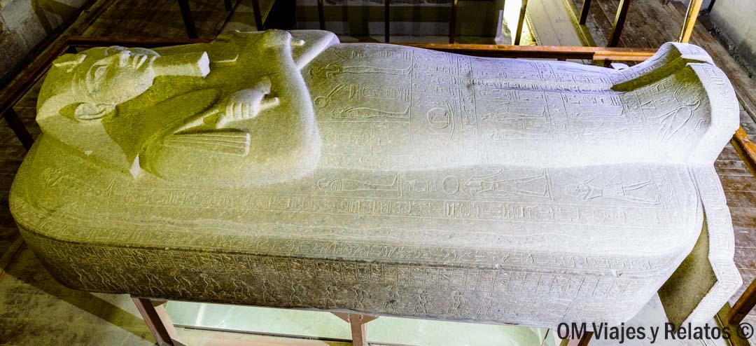 sarcófago-faraón-Valle-de-Los-Reyes