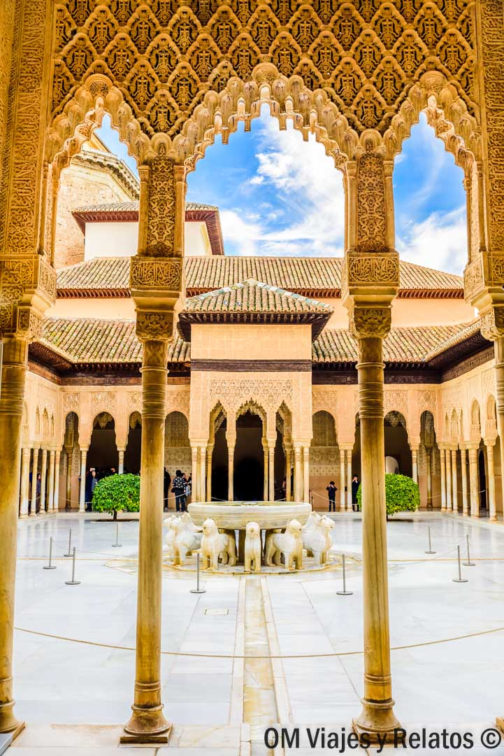 Granada-Patio-de-los-Leones