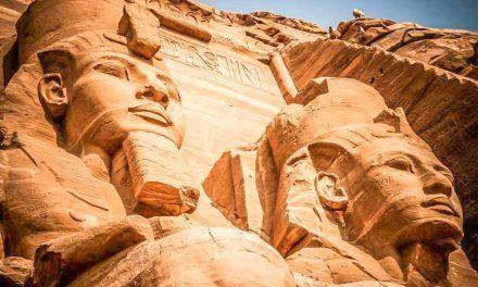 CÓMO VISITAR ABU SIMBEL: LOS TEMPLOS MÁS ESPECTACULARES DE EGIPTO