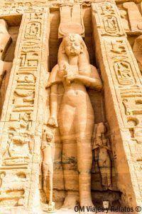 visitar-los-templos-de-Abu-Simbel-en-Egipto-templo-Nefertari
