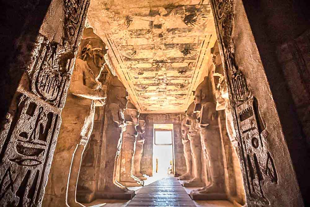 visitar-interior-de-los-templos-de-Abu-Simbel