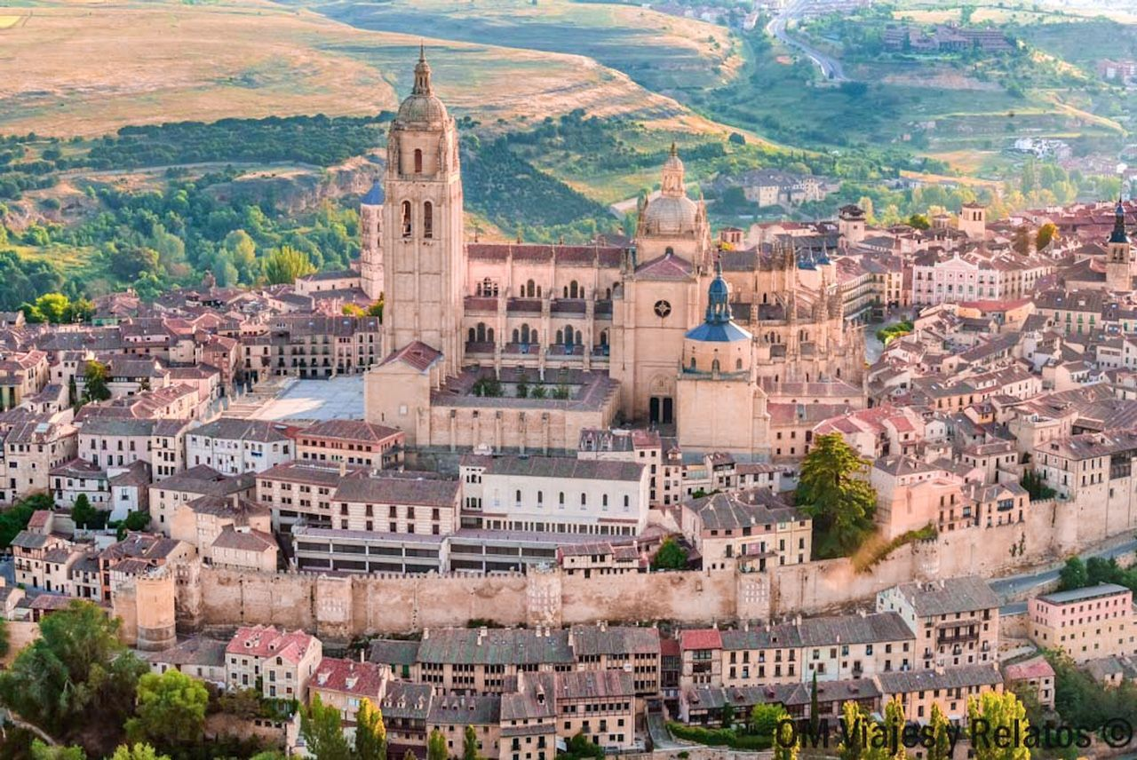 vuelo-en-globo-en-Segovia-Catedral