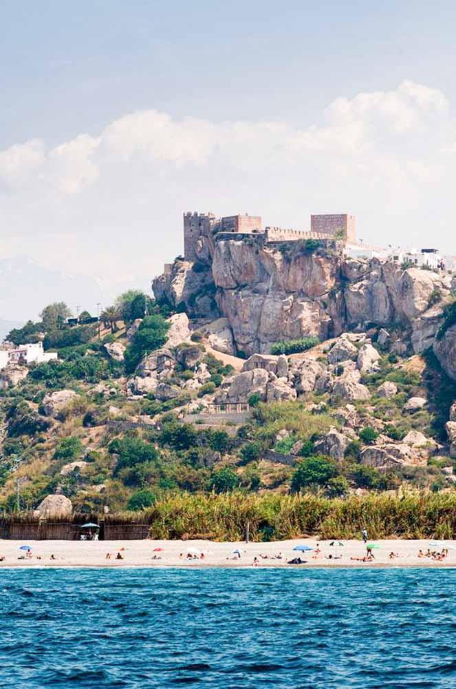 pueblos-costeros-de-Andalucía-bonitos-Salobreña
